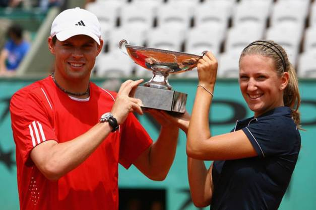 Bob Bryan and Victoria Azarenka_French_Open_Trophy