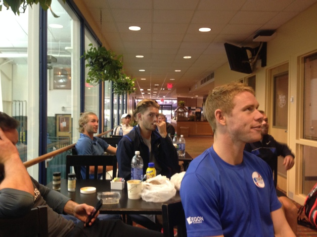 Ed Corrie, Liam Broady and other UK players watch ManU vs. Chelsea from Cville