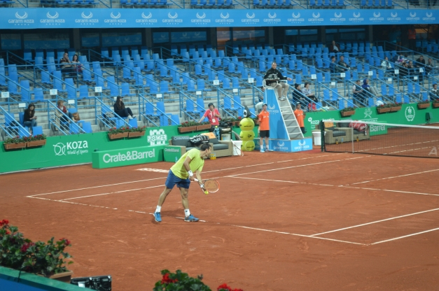 Dodig pushed past AHM (photo credit: Ahmet Fevzi Guclu)