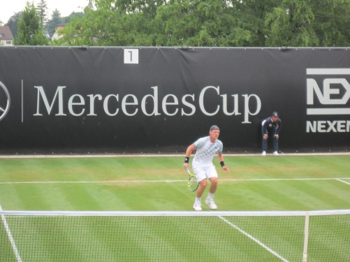 Groth volleys into quarters (photo credit: Andreas Thiele)